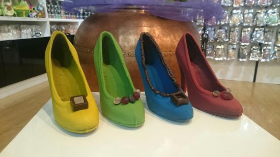 Zapatos de chocolate de colores